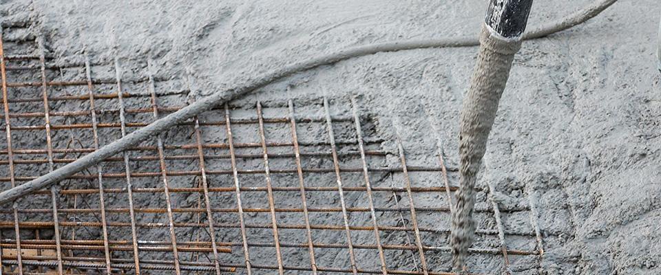 lanie betonu przez druty zbrojeniowe